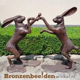 """Beeld """"De Dansende Hazen"""" BBW94571"""