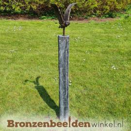 Tuinbeeld vliegend uiltje op sokkel BBWVUOS