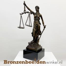 Vrouwe Justitia beeldje op sokkel BBW008br10S