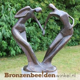 """Bronzen tuinbeeld """"Danspaar in Hartvorm"""" BBW0720br"""
