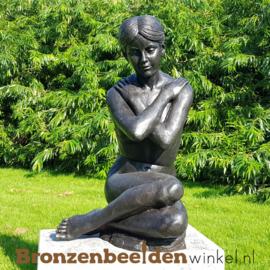 Zittende naakte vrouw tuinbeeld BBW1067