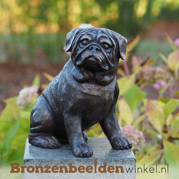 Hondenbeeldje mopshond als aandenken overlijden hond BBW1173br
