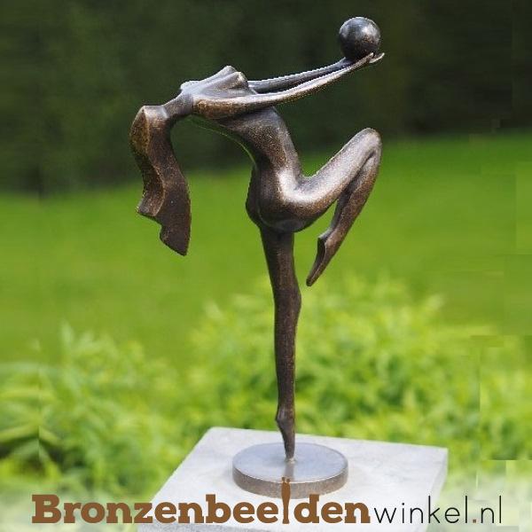 Tuinbeeld danseres met bal BBW1193br