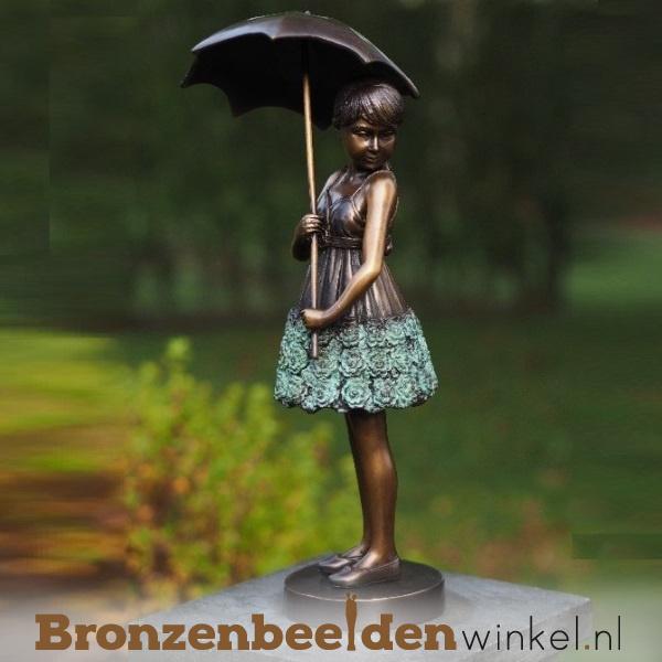 Beeld meisje met paraplu van brons BBW1279br
