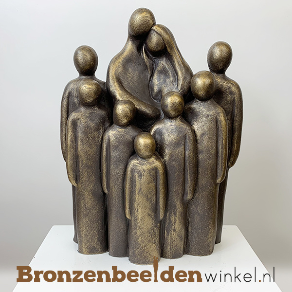 """Beeld """"Vader en moeder met 7 grote kinderen"""" BBW064br07"""