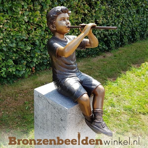 Bronzen jongen met fluit als tuinbeeld BBW1229br