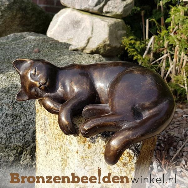 Beeld zonnende kat brons BBWFHZK