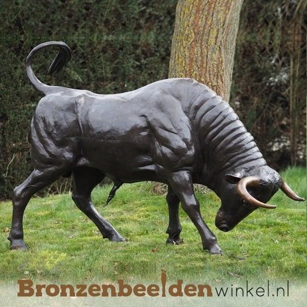 Groot stierenbeeld BBW82058