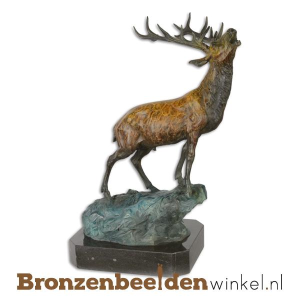 Bronzen hert op rots beeld BBWYC7
