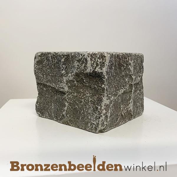 Gekapt hardsteen sokkel 10x10x8 cm