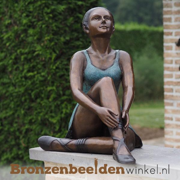 Zittende ballerina als tuinbeeld BBW89035