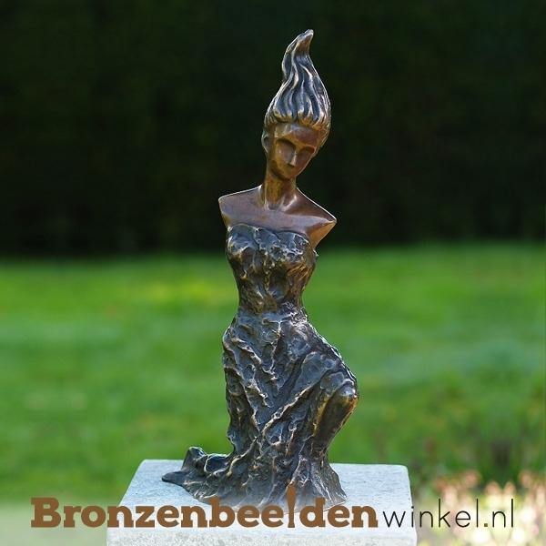 Vrouwenbeeld brons voor in de tuin BBW1813