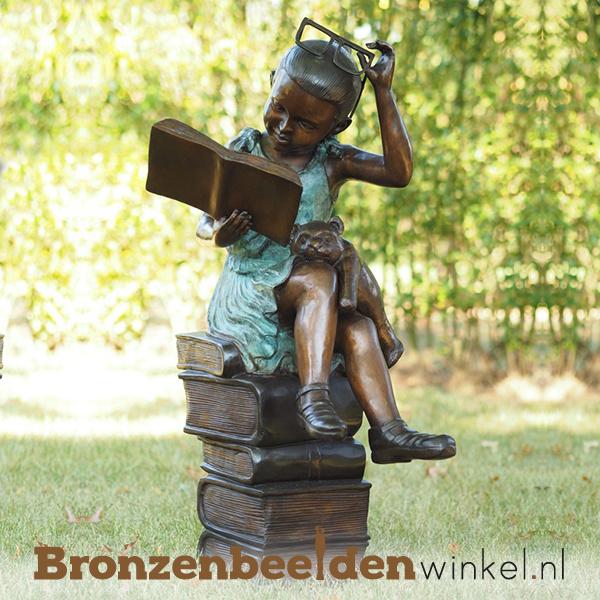 """Kinderbeeld """"Meisje op Stapel Boeken"""" van brons BBW97131br"""