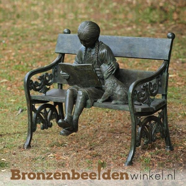 Bronzen tuinbeeld meisje op bankje BBW810