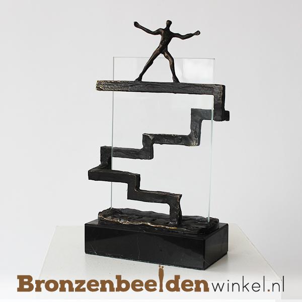 """Zakelijk beeldje """"De overtreffende trap"""" BBW005br79"""