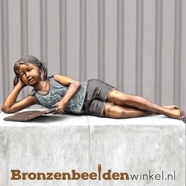 Lezend meisje als tuinbeeld BBW940
