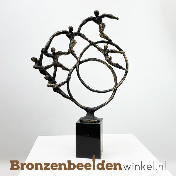 """Broers en zussen beeldje """"Steun voor Elkaar (6 pers)"""" BBW004br34-6"""