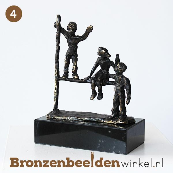 """NR 4   Afscheidscadeau meester """"Spelende kinderen"""" BBW005br76"""