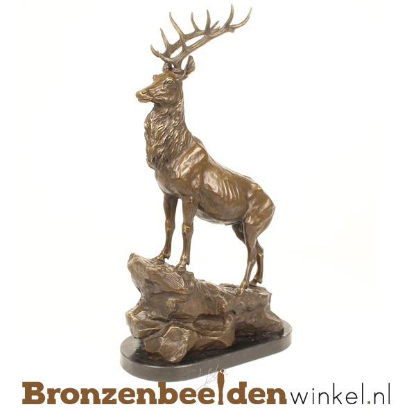 Bronzen beeld hert op rots BBWYY79