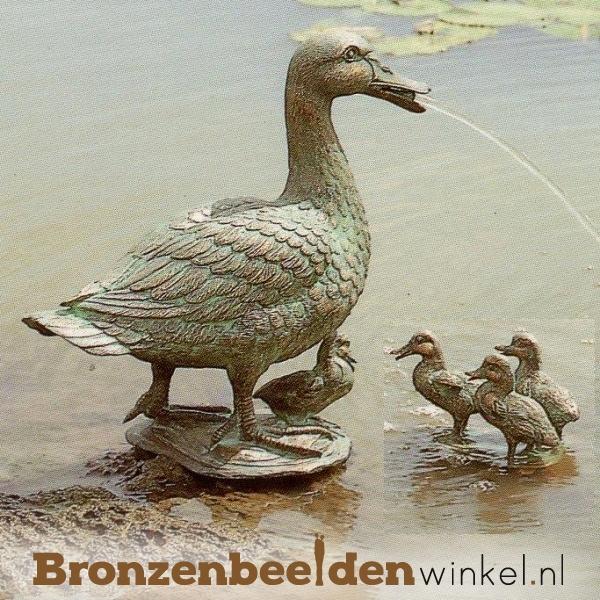 Spuitfiguur  moeder eend met kuikens BBWR88181-82