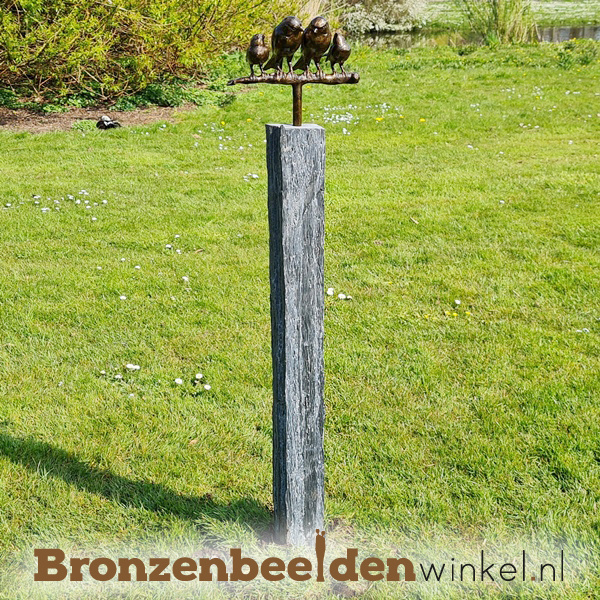Tuinbeeld vogel paartje met 2 jonkies op sokkel BBWVM2KOS