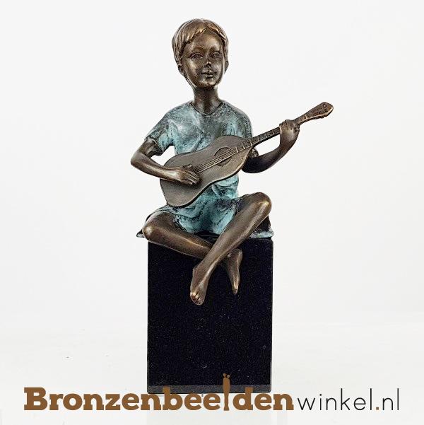 """Bronzen beeldje """"Jongen met Gitaar"""" BBW1502"""