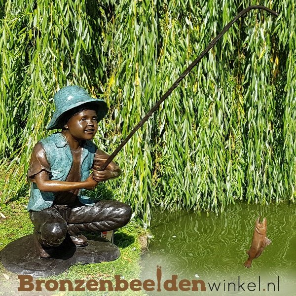 Vijver beeld vissende jongen BBW50608br