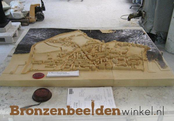 maquette van een stad brons