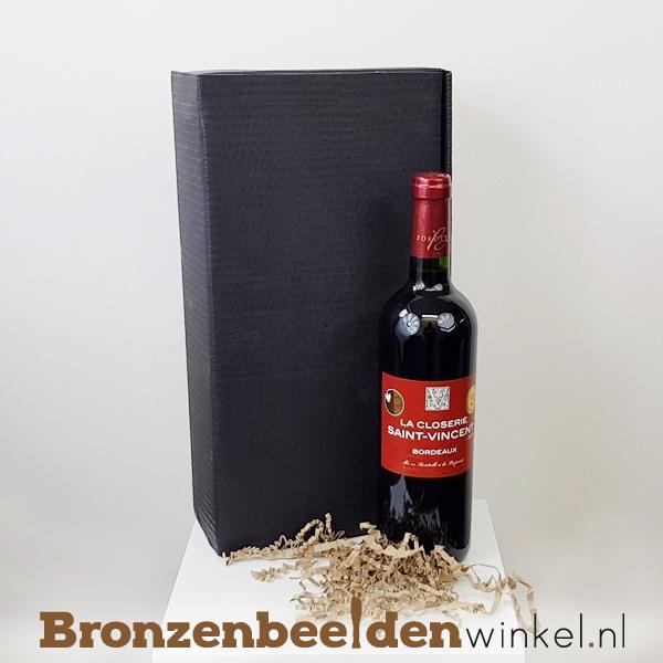 Beeldje met wijn als geschenkpakket