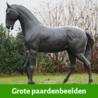 Grote paardenbeelden