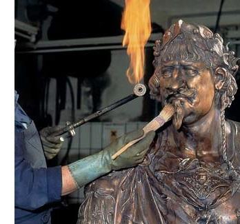 patineren, patina bronzen beeld