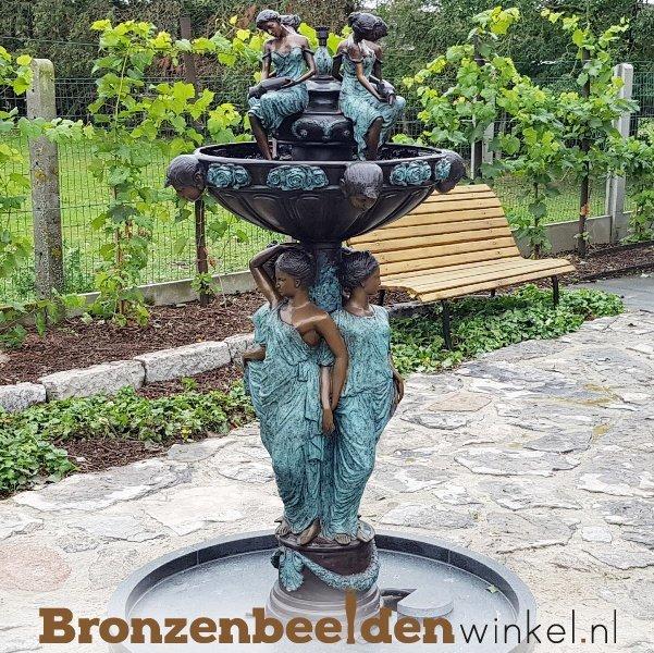 water fontein beeld 8 vrouwen
