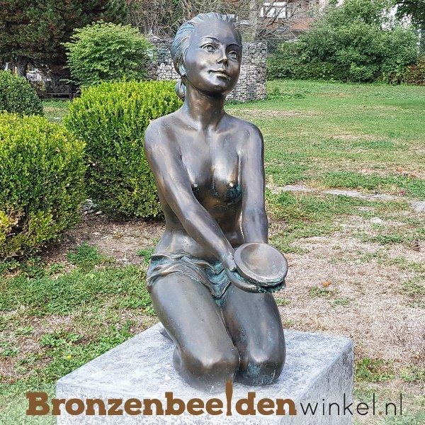 tuinbeeld vrouw met schaal