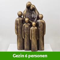 beeld gezin 6 personen