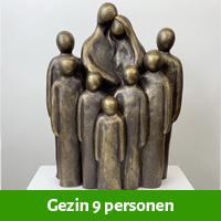 beeld gezin 9 personen
