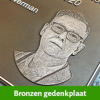 bronzen gedenkplaat, plaquette van brons voor op het graf