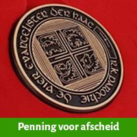 Bronzen penning voor collega onderwijs