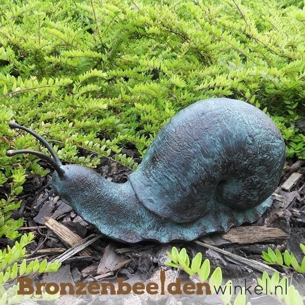 bronzen slakkenbeeld