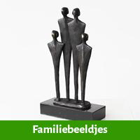 Familiebeeldje ter nagedachtenis aan overlijden moeder