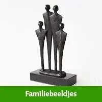 Familie beeldjes als verlovingscadeau man
