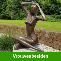 vrouwen sculpturen tuin
