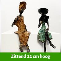 zittende afrikaanse vrouw 22 cm hoog