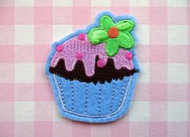 Strijkapplicatie cupcake blauw met bloemetje