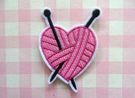 Strijkapplicatie bolletje wol in hartvorm
