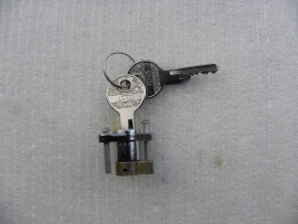 Werkzeugkastenschloss mit Alu-Nieten