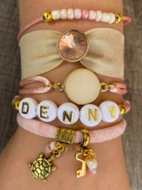 M&M Armbandenset  Naam/Inital pink gold