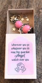 Geluksengeltje los, pink, verpakt in doosje met tekst