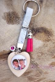 Foto sleutelhanger zilvergrijs met foto en roze details