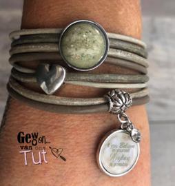 Armband wrap green/grey met tekstbedel
