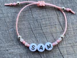 M&M suedekoord naam kraaltjes pink/silver